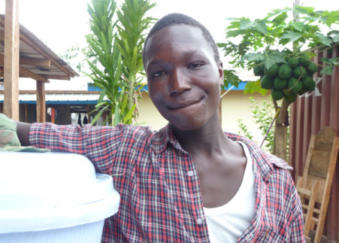 Kollie James blev overlever nummer 1000, som blev udskrevet fra et af vores ebola-behandlingscentre. ©Katy Athersuch/Læger uden Grænser