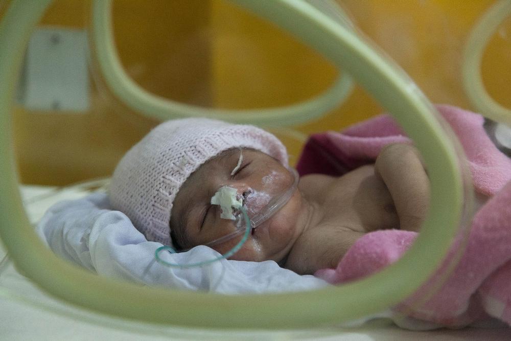 Mange mennesker i Pakistan har begrænset adgang til ordentlig sundhedspleje samt livreddende behandling af gravide og for tidligt fødte børn.