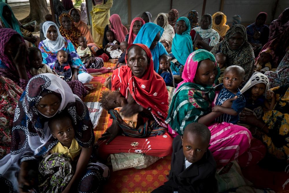 Volden i Nigeria har store konsekvenser for nabolandet Tchad, hvor mange mennesker er på flugt eller lever som internt fordrevne. Vi bekæmper blandt andet udbrud af smitsomme sygdomme og behandler udsatte kvinder og børn.